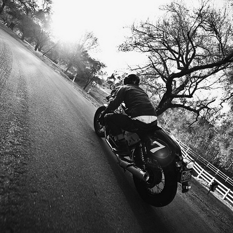 MOTO . CAFE RACER . ROAD . DRIVE . CURVE . COURBE . SUNRISE