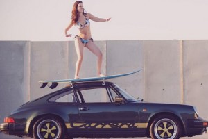 PORSCHE; CARRERA; 911; VACATIONS; BEACH; SPORTCAR; PLAGE; VACANCES; SURF; SURFING; ALLEMAND; YOUNGTIMER; SURFEUSE;