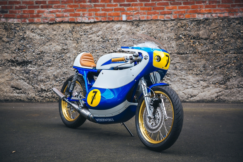 2 strokes; bracelet; course; drive; motorcycle; seven; sport; suzuki; T500;