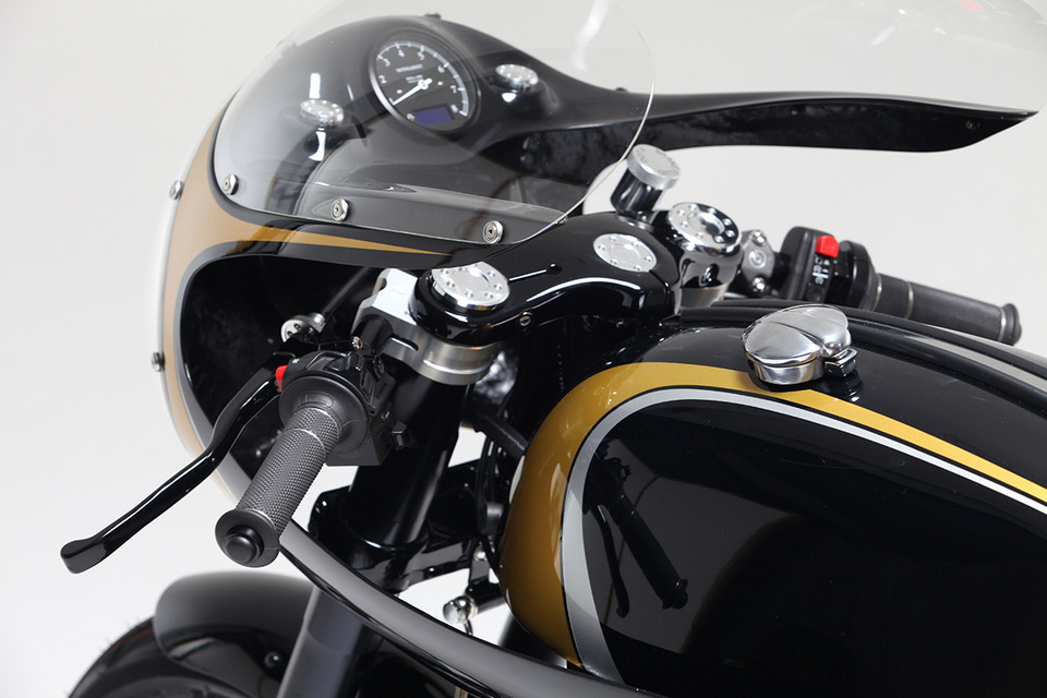 PREPA; CAFE RACER; STILE ITALIANO; TWISTED TWIN; HARTON BLACK NIGHT; MOTORCYCLES; HARLEY DAVIDSON; NORTON