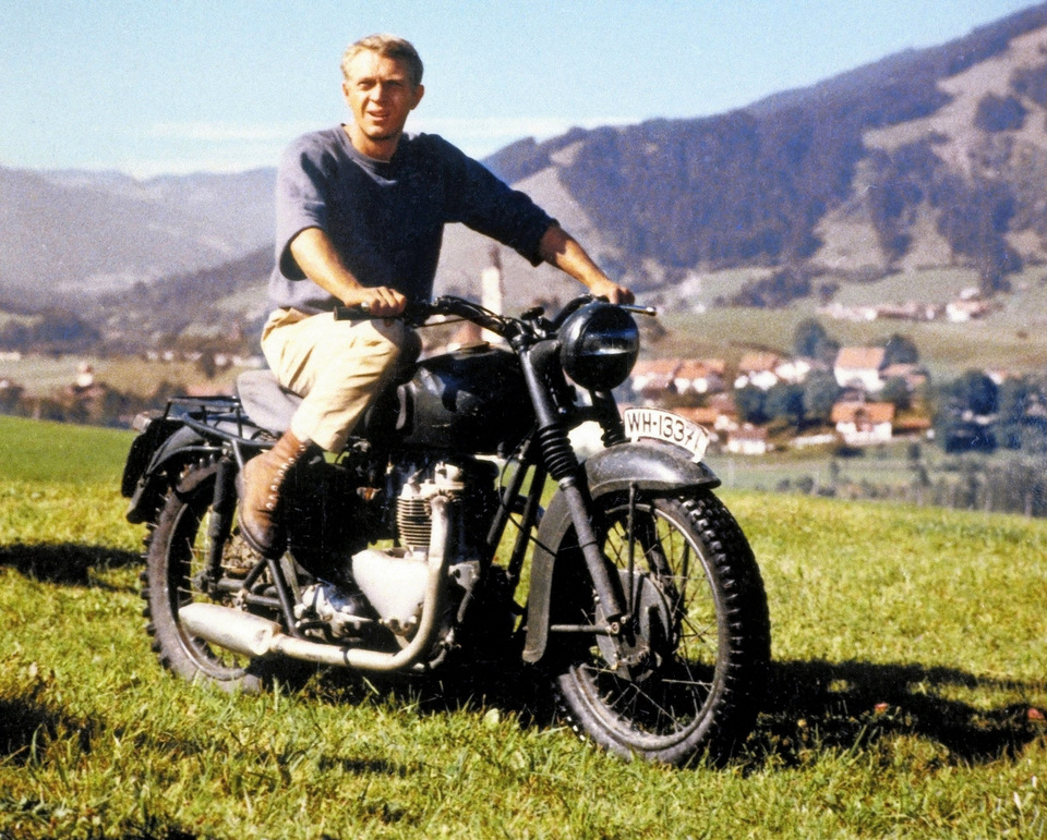 STEVE MCQUEEN ; AUTO ; MOTO ; EXPOSITION