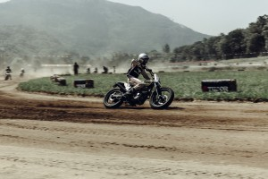 MOTORCYCLE ; WHEELS & WAVES ; VIRAGE8 ; LAURENT NIVALLE